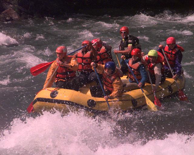 Испытаем прелести закона гравитации, сплавляясь по реке Шуа