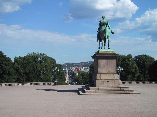Взглянем сверху на центральную улицу Осло — ул. Карла Юхана