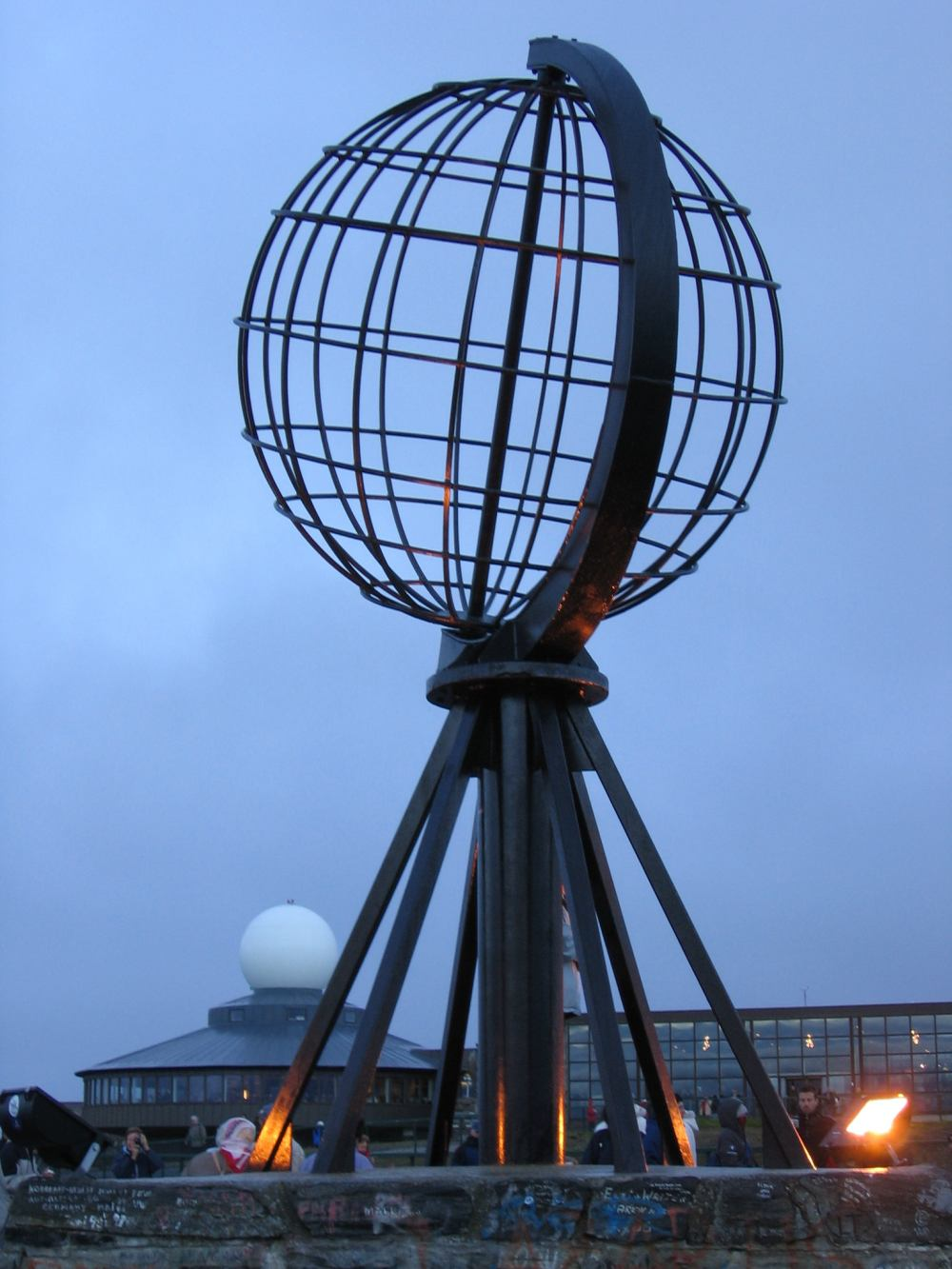 Модель земного шара на мысе Нордкап