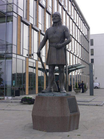 Памятник Лейфу Эриксону в центре Тронхейма — копия статуи в американском Сиэтле